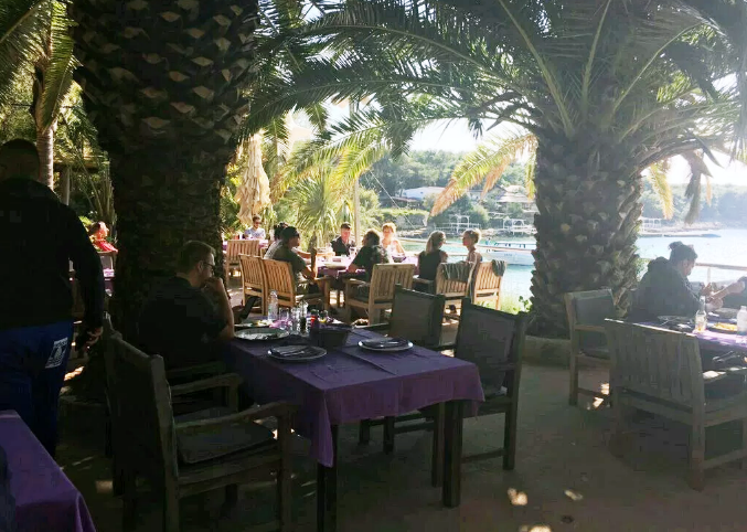 Lunch on Hell Islands