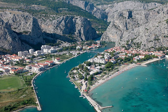 Omiš with canyon of Cetina river in the background